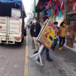 """Retiran """"apartados"""" en las calles de Chiautempan para evitar accidentes y tener libre paso peatonal"""